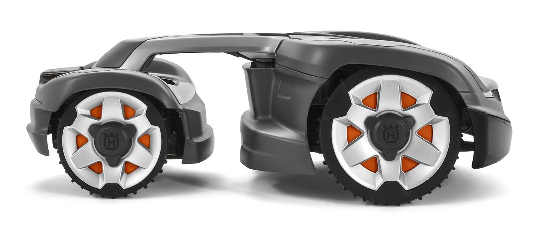 Side Husqvarna Automower 435X AWD
